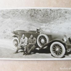 Postales: FOTOGRAFIA POSTAL DE UN AUTOMOVIL ANTIGUO MARCA RENAULT. Lote 105296299