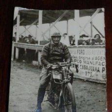 Postales: FOTOGRAFIA DE MOTOCICLETA EN UNA CARRERA POSIBLEMENTE EN BARCELONA, MIDE 13 X 9 CMS. Lote 108913319