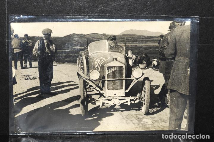 TARJETA POSTAL FOTOGRAFIA COCHE EN CARRERAS (Postales - Postales Temáticas - Coches y Automóviles)