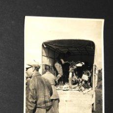 Postales: TARJETA POSTAL FOTOGRAFIA MOTOS DESCARGANDO CAMION- EN CARRERAS. Lote 116149439