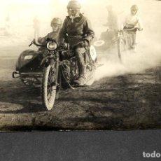 Postales: TARJETA POSTAL FOTOGRAFIA MOTOS EN CARRERAS. Lote 116231847