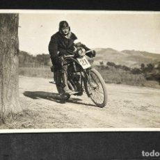 Postales: TARJETA POSTAL FOTOGRAFIA MOTO EN CARRERAS. Lote 116325675
