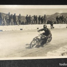 Postales: TARJETA POSTAL FOTOGRAFIA MOTOS EN CARRERAS. Lote 116899439