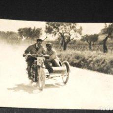 Postales: TARJETA POSTAL FOTOGRAFIA MOTOS EN CARRERAS. Lote 117424223