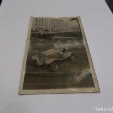 Postales: FOTO POSTAL IMAGEN NIÑO CON COCHE DE PEDALES PRINCIPIOS SIGLO XX (B). Lote 122175459
