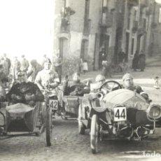 Postales: TARJETA POSTAL FOTOGRAFIA COCHES Y MOTOS EN CARRERAS. Lote 122939651