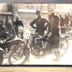 Postales: TARJETA POSTAL FOTOGRAFIA MOTOS EN CARRERAS. Lote 123842491