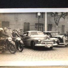 Postales: TARJETA POSTAL FOTOGRAFIA COCHES Y MOTOS EN CARRERAS. Lote 124346667