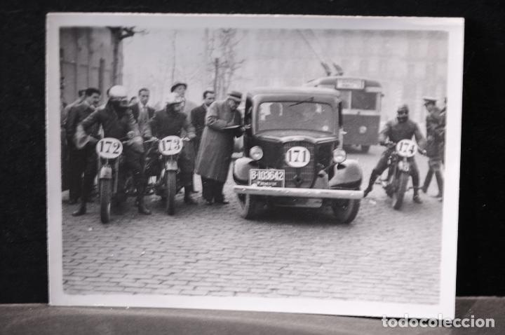 TARJETA POSTAL FOTOGRAFIA COCHES Y MOTOS EN CARRERAS (Postales - Postales Temáticas - Coches y Automóviles)