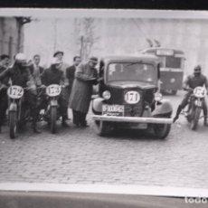 Postales: TARJETA POSTAL FOTOGRAFIA COCHES Y MOTOS EN CARRERAS. Lote 125869687
