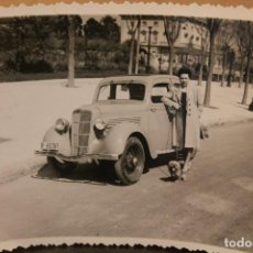 Postales: FOTOGRAFÍA, AUTOMÓVIL FIAT BALILLA, AÑOS 40, BARCELONA, 12X8,7 CM. Lote 127775319