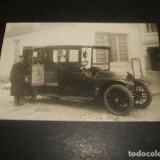 Postales: MADRID POSTAL FOTOGRAFICA AUTOMOVIL BERLIET MATRICULA MADRID 1230 CON CHOFER. Lote 128411395