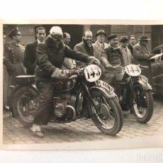Postales: TARJETA POSTAL FOTOGRAFIA MOTOS EN CARRERAS. Lote 129474523