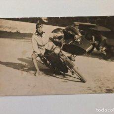 Postales: TARJETA POSTAL FOTOGRAFIA MOTOS EN CARRERAS. Lote 129545819