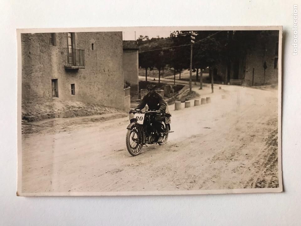 TARJETA POSTAL FOTOGRAFIA MOTOS EN CARRERAS (Postales - Postales Temáticas - Coches y Automóviles)