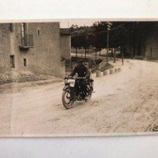 Postales: TARJETA POSTAL FOTOGRAFIA MOTOS EN CARRERAS. Lote 133093446