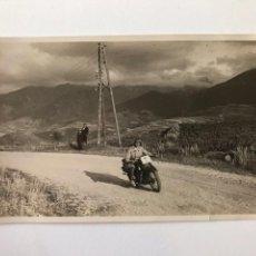 Postales: TARJETA POSTAL FOTOGRAFIA MOTOS EN CARRERAS. Lote 133095390
