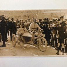 Postales: TARJETA POSTAL FOTOGRAFIA MOTO CON SIDECAR EN CARRERAS. Lote 133095726
