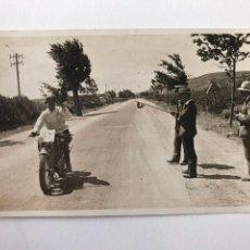 Postales: TARJETA POSTAL FOTOGRAFIA MOTOS EN CARRERAS. Lote 133183582