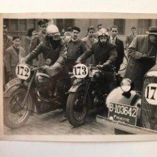 Postales: TARJETA POSTAL FOTOGRAFIA MOTOS EN CARRERAS. Lote 133186134