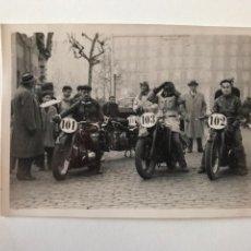 Postales: TARJETA POSTAL FOTOGRAFIA MOTOS EN CARRERAS. Lote 133186346
