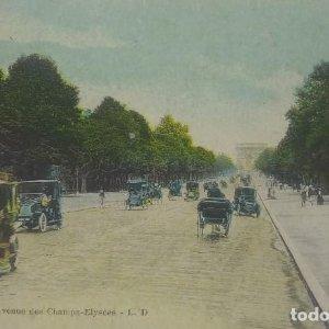 Coches antiguos en la Avenida de los Campos Elíseos de París. Postal.