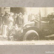 Postales: POSTAL DE LOS REYES DE ESPAÑA EN BURDEOS CON UN AUTOMOVIL RENAULT. Lote 166117058