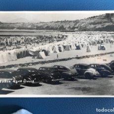 Postales: ANTIGUA Y ORIGINAL FOTO POSTAL AGUA DULCE LIMA PERU 1949 CASETAS COCHES ANTIGUOS ESCARABAJO PARKING. Lote 176491424