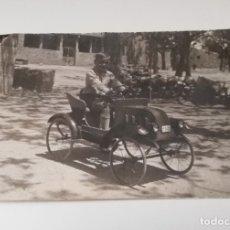 Postales: FOTO POSTAL DE NIÑO CON SU COCHE DE PEDALES, JUGUETE, NO CIRCULADA.. Lote 180240590
