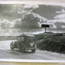 Postales: ANTIGUA FOTOGRAFIA TAMAÑO POSTAL COCHE EN ALTO DEL COUSO . GALICIA ORENSE OURENSE , SIN CIRCULAR. Lote 182151172