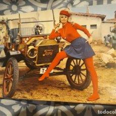 Postales: ANTIGUA POSTAL COCHE ANTIGUO Y CHICA (AÑOS 60) A ESTRENAR*. Lote 191599361