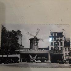 Postales: PARIS MOULIN ROUGE COCHES EPOCA. Lote 194195933
