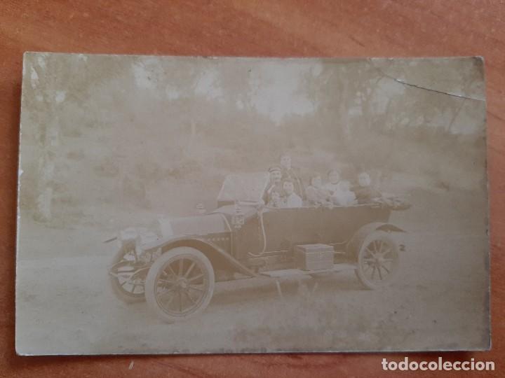 1916 POSTAL EXTRANJERA VEHÍCULO ANTIGUO Y PERSONAS EN SU INTERIOR (Postales - Postales Temáticas - Coches y Automóviles)