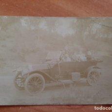 Postales: 1916 POSTAL EXTRANJERA VEHÍCULO ANTIGUO Y PERSONAS EN SU INTERIOR. Lote 196174760