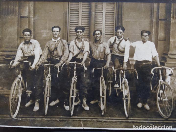Postales: CICLISTAS-HOMBRES EN BICICLETA-POSTAL FOTOGRAFICA ANTIGUA DE CICLISMO-(68.627) - Foto 2 - 196604105