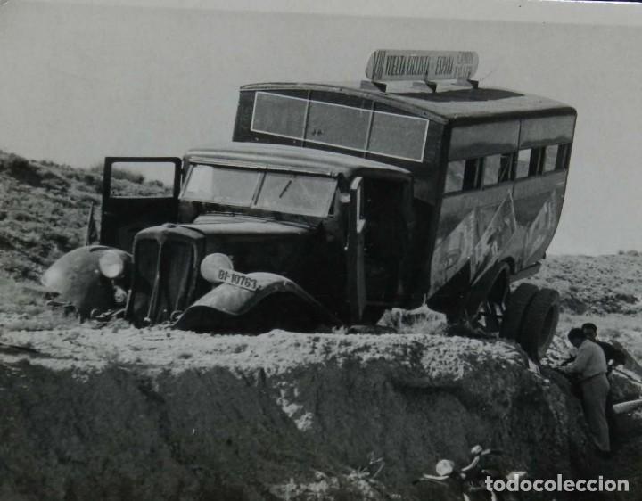 Postales: FOTOGRAFIA DE CAMION DE LA VUELTA CICLISTA ESPAÑA, CONVOY TALLER, FOTO ALBERO SEGOVIA. - Foto 2 - 197377925