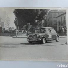 Postales: FOTOGRAFIA DEL II PREMIO AUTOMOVILISTA DE SALAMANCA 1966, MINI COOPER, FOTO A. IBAÑEZ, MADRID, MIDE. Lote 203603832