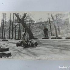 Postales: FOTOGRAFIA DEL RALLY, SEIS HORAS DE KARTS DE MADRID 1965, FOTO A. IBAÑEZ, MADRID, MIDE 18,2 X 12 CMS. Lote 204175868
