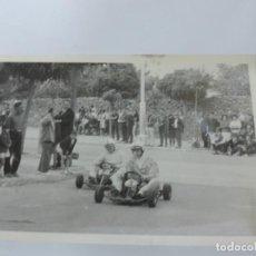 Postales: FOTOGRAFIA DE KART DE CARRERAS, KART RACING,1965, FOTOGRAFIA A. IBAÑEZ, 1965, MIDE 18 X 12,3 CMS.. Lote 204608215
