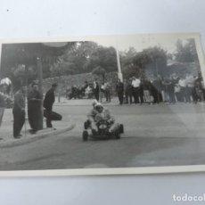 Postales: FOTOGRAFIA DE KART DE CARRERAS, KART RACING,1965, FOTOGRAFIA A. IBAÑEZ, 1965, MIDE 18 X 12,3 CMS.. Lote 204608360