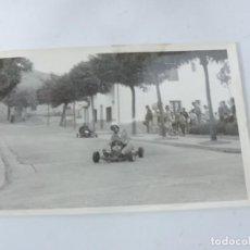 Postales: FOTOGRAFIA DE KART DE CARRERAS, KART RACING,1965, FOTOGRAFIA A. IBAÑEZ, 1965, MIDE 18 X 12,3 CMS.. Lote 204608625