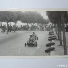 Postales: FOTOGRAFIA DE KART DE CARRERAS, KART RACING,1965, FOTOGRAFIA A. IBAÑEZ, 1965, MIDE 18 X 12,3 CMS.. Lote 204609167