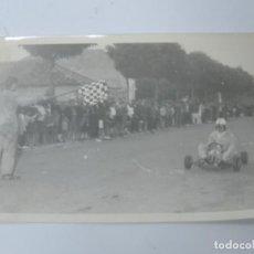 Postales: FOTOGRAFIA DE KART DE CARRERAS, KART RACING,1965, FOTOGRAFIA A. IBAÑEZ, 1965, MIDE 18 X 12,3 CMS.. Lote 204609245
