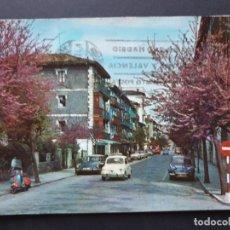Postales: FUENTERRABIA - HONDARRIBIA GUIPÚZCOA POSTAL ORIGINAL COLOR - VESPA SEAT 600 CITROEN TIBURON DAUPHINE. Lote 223912405