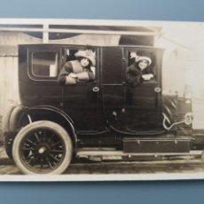 Postales: POSTAL FOTOGRAFICA MUJERES EN COCHE AUTOMOVIL PERFECTA CONSERVACION. EN TORNO A 1905 1910. Lote 245542535