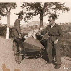 Postales: MOTO CON SIDECAR. DE SANT MIQUEL DEL FAY A SANT FELIU DE CODINES 1932. Lote 255964845