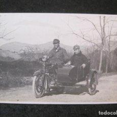 Postales: PENYA RHIN-ANY 1921-HOMBRES EN MOTO SIDECAR-FOTOGRAFICA-POSTAL ANTIGUA-(85.380). Lote 296896498