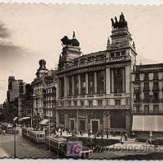 Postales: MADRID. EDIFICIO DEL BANCO DE BILBAO Y CALLE DE ALCALA. ED. GARCIA GARRABELLA. CIRCULADA EN 1947. Lote 5371642