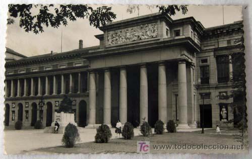 POSTAL PUERTA DE VELÁZQUEZ DEL MUSEO DEL PRADO MADRID AÑOS 50 (Postales - España - Madrid Moderna (desde 1940))