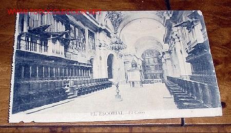 ANTIGUA POSTAL DE MADRID - EL ESCORIAL - EL CORO - MATEU, S.A. - SIN CIRCULAR - DETERIORADA POR HUM (Postales - España - Comunidad de Madrid Antigua (hasta 1939))